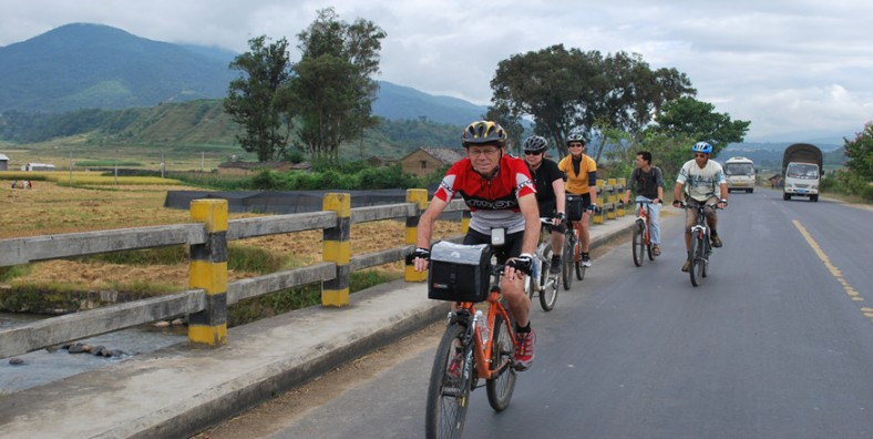 9 Days China-Laos-Thailand Tropical Forest Cycling Tour from Jinghong to Chiang Mai