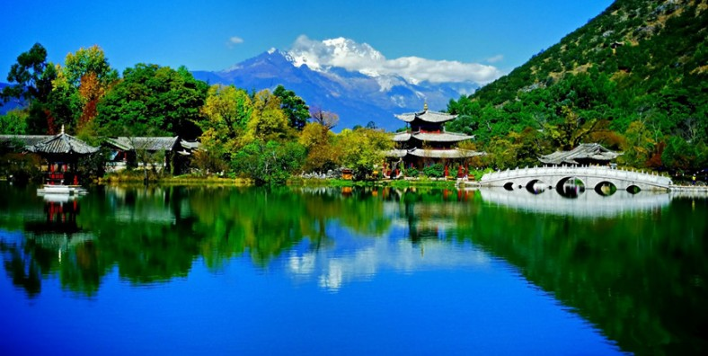 4 Days Lijiang City Tour with Jade Dragon Snow Mountain and Tiger Leaping Gorge
