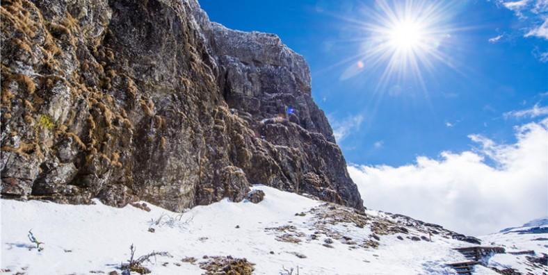 3 Days Kunming Jiaozi Snow Mountain Hiking Tour with Dongchuan Red Land