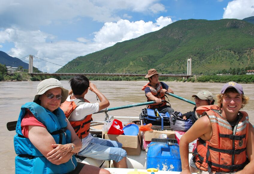 The First Bend of Yangtze River Rafting Tour in Lijiang