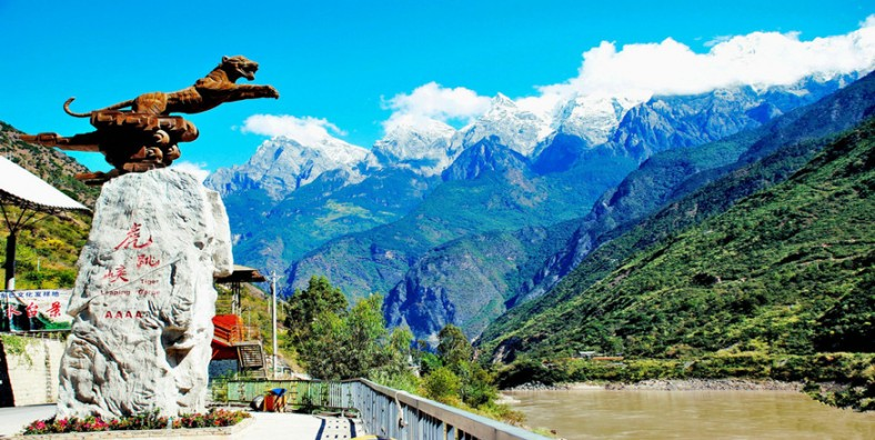 1 Day Tiger Leaping Gorge Highlight Hiking Tour from Bendiwan Village to Tina's Hostel